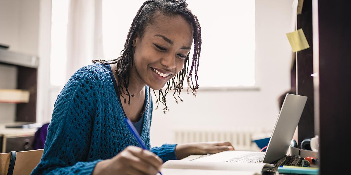 A student studies online